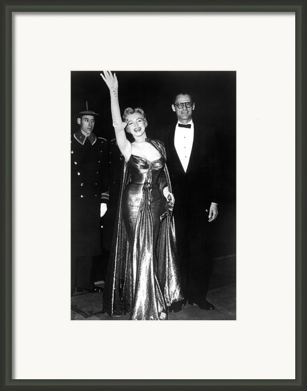 Marilyn Monroe Waves To The Crowd Framed Print By Everett