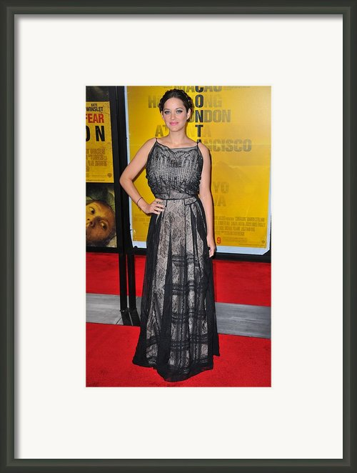 Marion Cotillard Wearing A Christian Framed Print By Everett