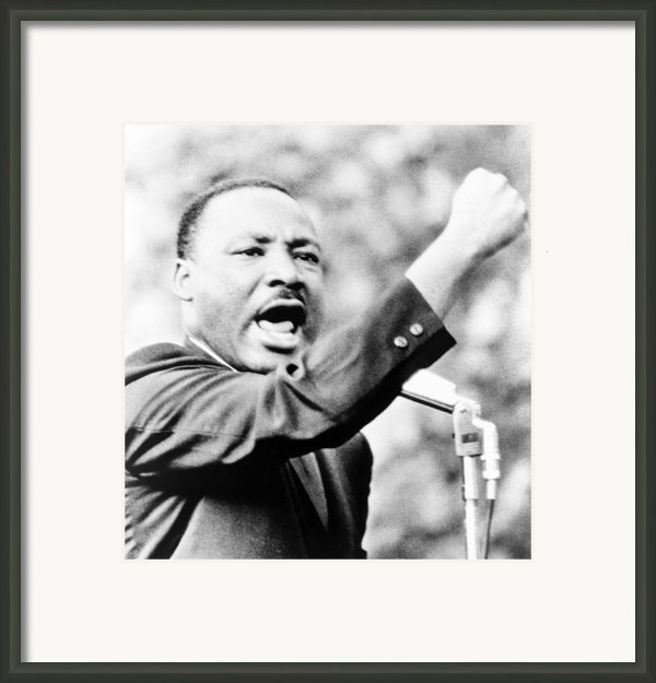 Martin Luther King, Jr., Gesturing Framed Print By Everett