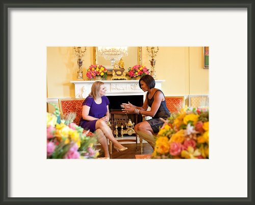 Michelle Obama Has Tea With Sara Framed Print By Everett
