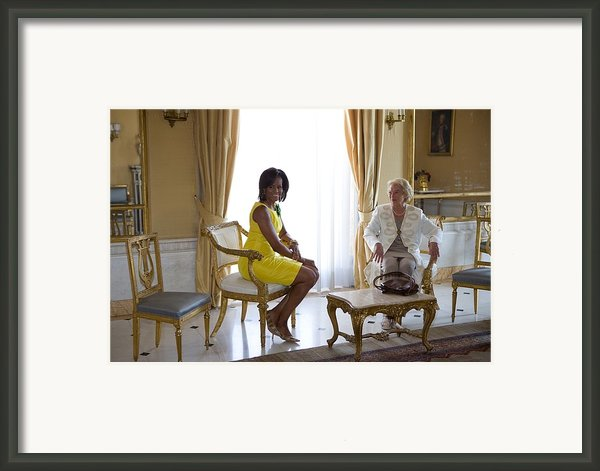 Michelle Obama Meets With Clio Framed Print By Everett