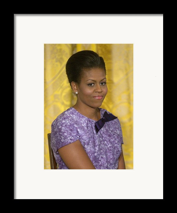 Michelle Obama Wearing An Anne Klein Framed Print By Everett