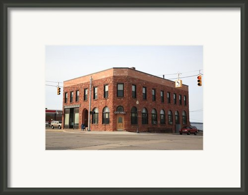 Munising Michigan City Hall Framed Print By Frank Romeo