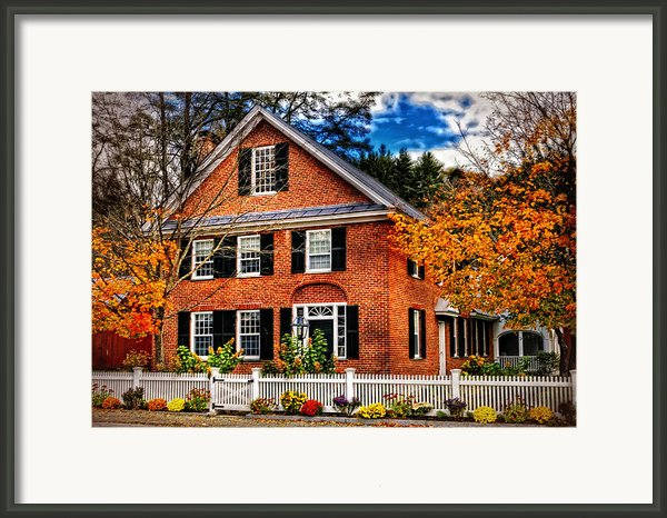 New England Brickhouse Framed Print By Thomas Schoeller