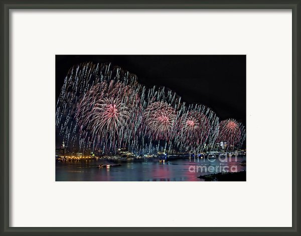 New York City Celebrates The 4th Framed Print By Susan Candelario
