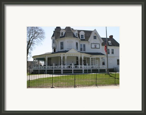 Newport Elks Club Framed Print By Robert  Torkomian