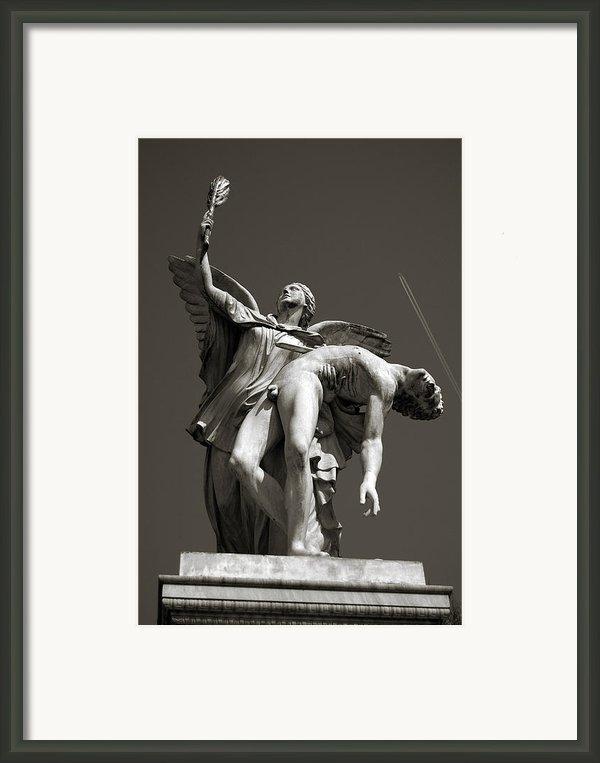 Nike Framed Print By Ricardmn Photography