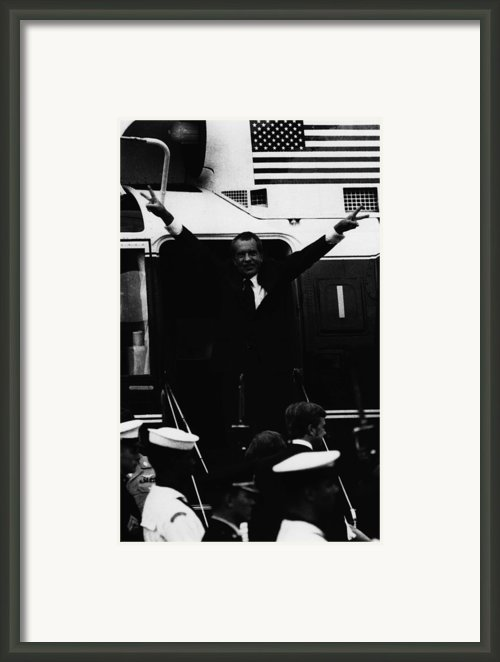 Nixon Presidency.   Former Us President Framed Print By Everett