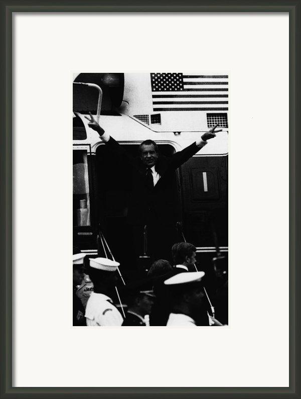 Nixon Presidency.   Former Us President Framed Print By Everett