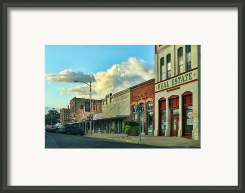 Old Town Elgin Framed Print By Linda Phelps