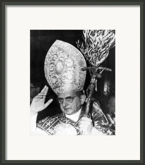 Pope Paul Vi, Blessing Crowd In St Framed Print By Everett