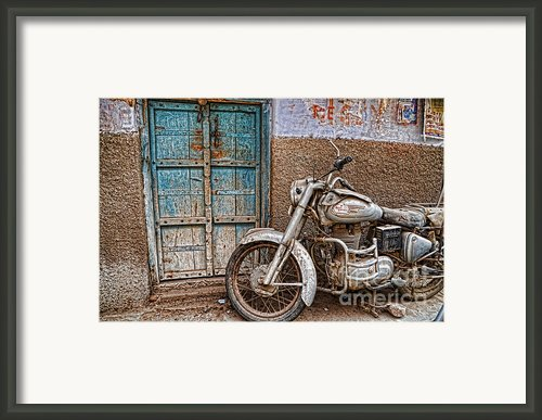 Pre Loved Framed Print By Lyn Baker