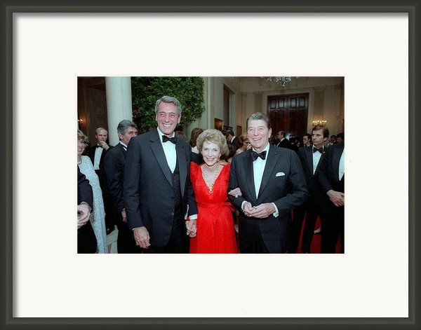 President Reagan And Nancy Reagan Framed Print By Everett