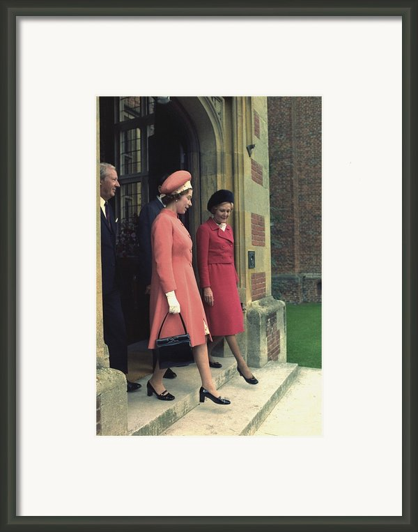 Queen Elizabeth And First Lady Pat Framed Print By Everett
