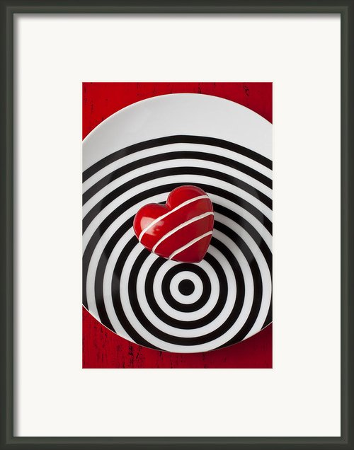 Red Heart On Circle Plate Framed Print By Garry Gay