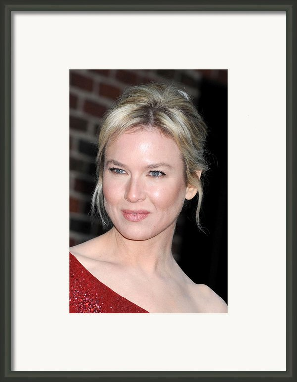 Renee Zellweger At Talk Show Appearance Framed Print By Everett