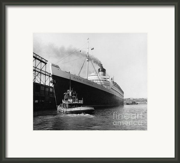 Rms Queen Elizabeth Framed Print By Dick Hanley And Photo Researchers