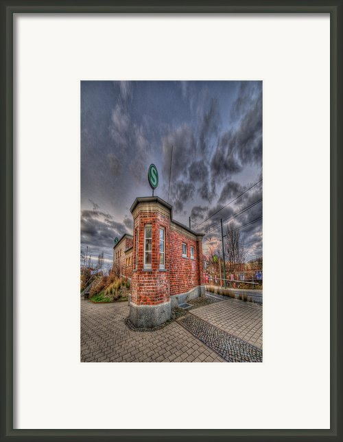 S Bahn Eck Framed Print By Nathan Wright