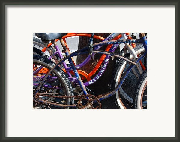 Saggy Chain Framed Print By Jame Hayes