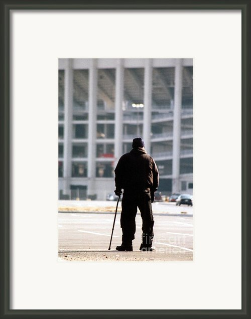 Saying Goodbye Framed Print By Susan Stevenson