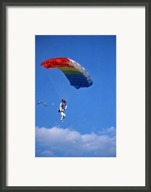 Skydiving - 1 Framed Print By Randy Muir