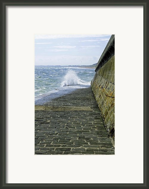 Slipway Splash - Bridlington Harbour Framed Print By Rod Johnson