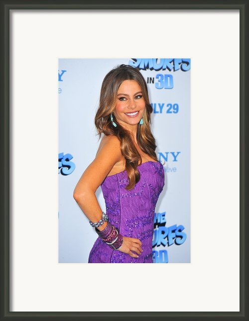 Sofia Vergara Wearing Lorraine Schwartz Framed Print By Everett