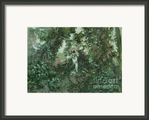 Surprised Bather Framed Print By Elizabeth Carr