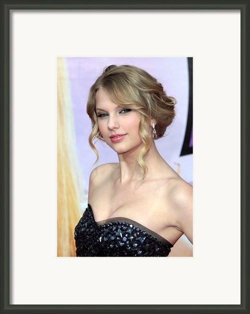 Taylor Swift At Arrivals For Hannah Framed Print By Everett