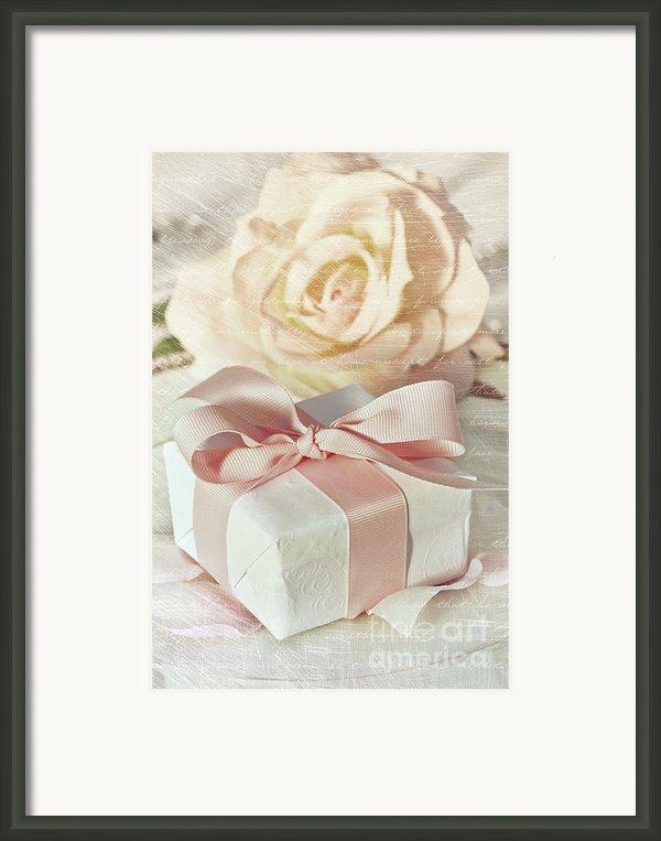 Thank You Gift At Wedding Reception Framed Print By Sandra Cunningham