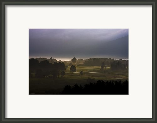 The Eighteenth Hole Framed Print By Ron Jones