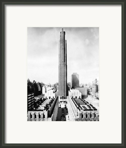 The Rca Building In Rockefeller Center Framed Print By Everett