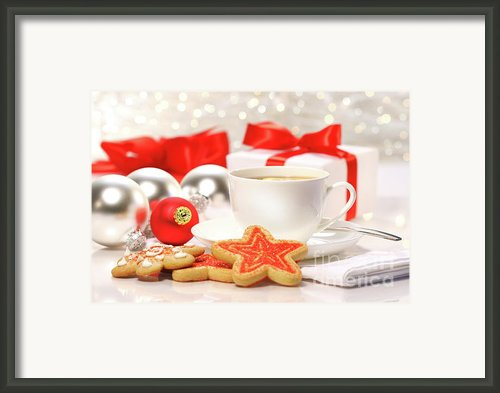 Time For A Tea Break  Framed Print By Sandra Cunningham