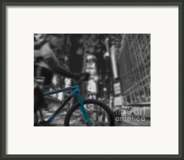 Touring The City Framed Print By Linda Seacord
