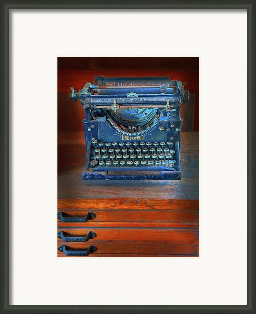 Underwood Typewriter Framed Print By Dave Mills