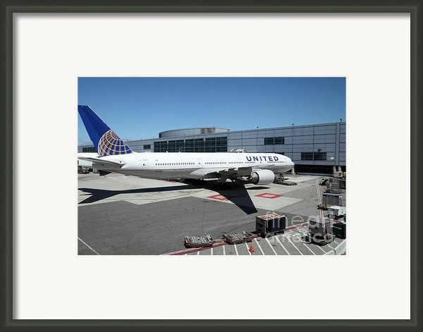 United Airlines Jet Airplane At San Francisco Sfo International Airport - 5d17114 Framed Print By Wingsdomain Art And Photography