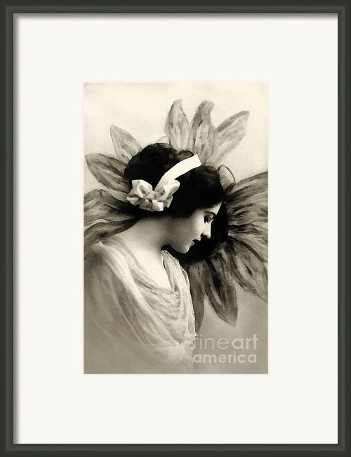 Vintage Beauty Framed Print By Zeana Romanovna