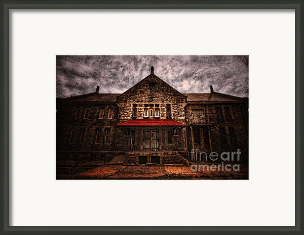 Welcome Framed Print By Andrew Paranavitana