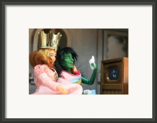 What Friends Are For Framed Print By Susie Dezarn