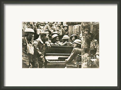Yankee Soldiers Around A Piano Framed Print By Photo Researchers
