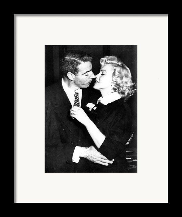 Joe Dimaggio, Marilyn Monroe Framed Print By Everett