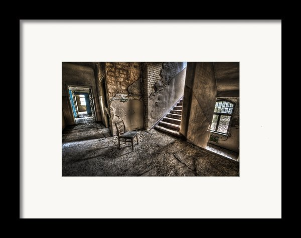 Middle Floor Seating Framed Print By Nathan Wright
