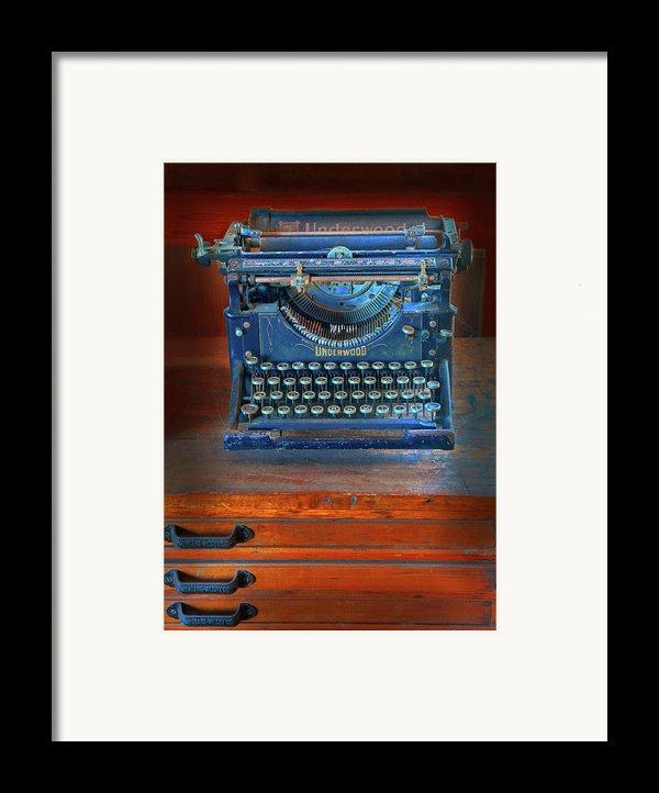 Underwood Typewriter Framed Print By Dave Mills